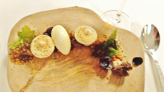 Papendrecht, The Netherlands: Kerstdiner 2016 Dessert Chocoloade-amarenekers-pijnboompit-paddenstoel