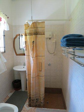 Sky Blue Guest House: bath