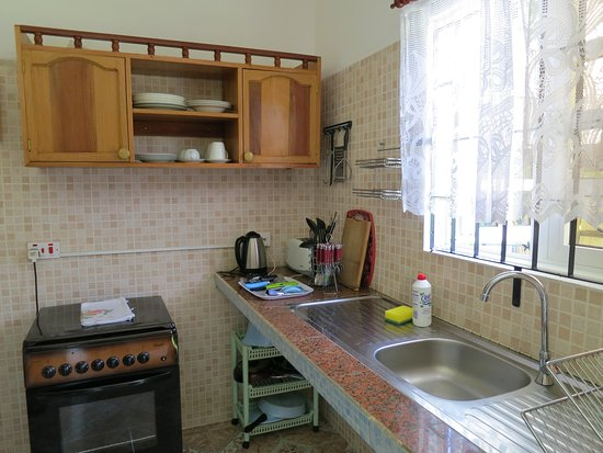 Sky Blue Guest House: kitchen with gas&electric oven