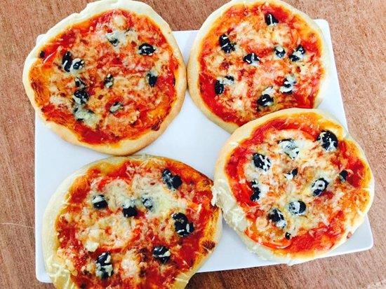 Algueirao - Mem Martins, Portugal: Mini pizza