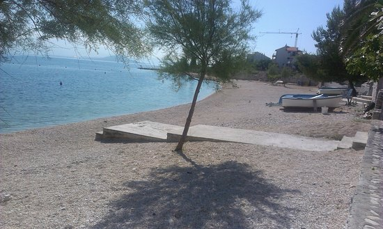 Ciovo Island, Croacia: The beach close the house Marina