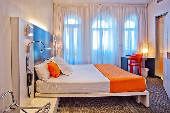 โรงแรมเปอตีต์ พาเลซ กานาเลคาส