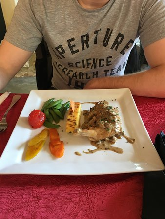 Labastide-de-Virac, France: Chicken
