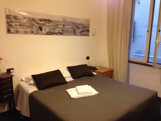 B&B Residenza Vaticana : Doppelbett im Einzelzimmer :)