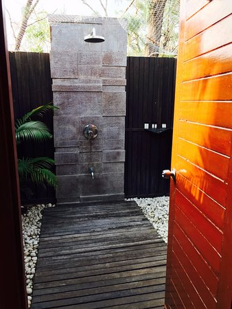 Covelong, India: Outdoor shower in the cottage