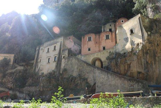 Fiordo di Furore, Italy: Complejo abandonado
