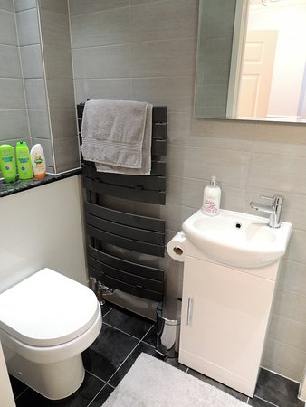 Brechin, UK: The Glen Clova Room Ensuite Bathroom
