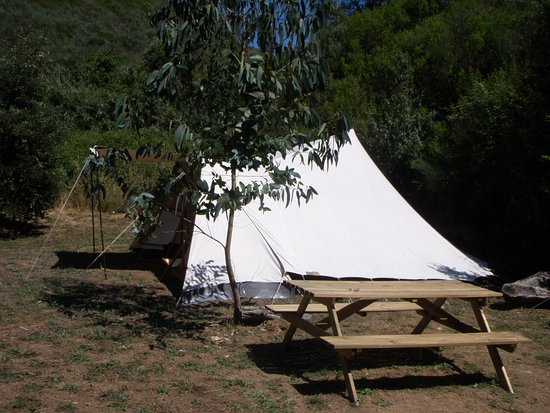 Figueiro dos Vinhos, Portugal: Fully equipped rental tents, De Waard Albatros