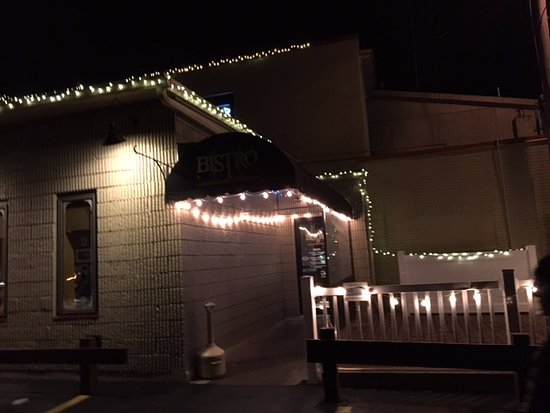 Victor, NY: Bistro 11 - view from outside at night