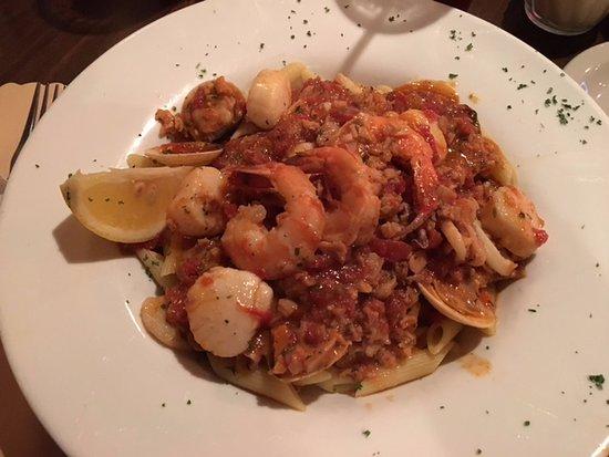 Victor, Nowy Jork: Bistro 11 - my seafood & pasta entree