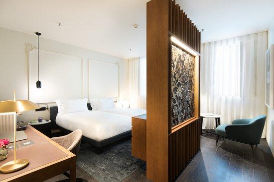 Bedroom (235483932)