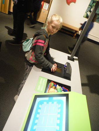 Buffalo Museum of Science: Checking out healthy food