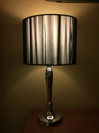 Le Grande-Allee Hotel and Suites: Livingroom Lamp