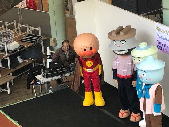 Tsurugashima, Japonia: Hoje também teve show para crianças.