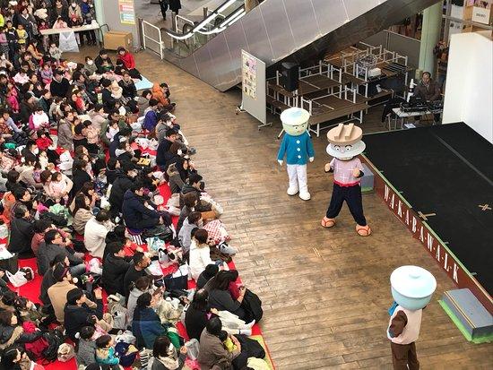 Tsurugashima, Japón: Hoje também teve show para crianças.