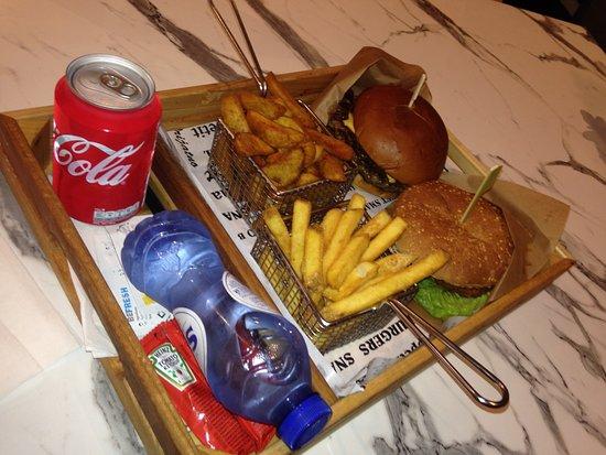 Meram burger amsterdam pieter callandlaan 83 for Meram cafe oost