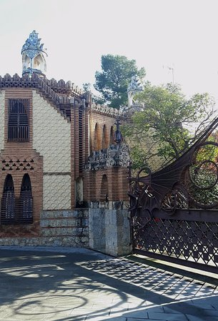 finca guell picture of los pabellones de la finca guell barcelona tripadvisor. Black Bedroom Furniture Sets. Home Design Ideas