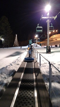 Snow Summit: Magic Carpet at Grizzly Ridge Tubing
