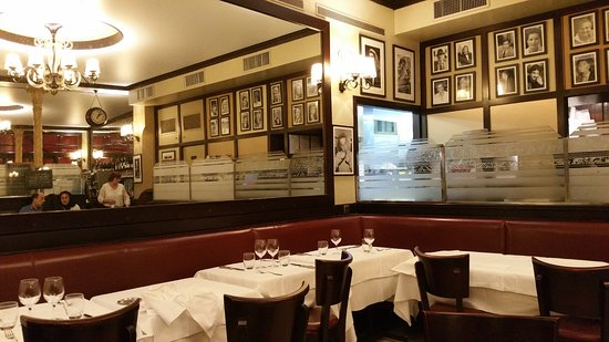 salle du restaurant d coration moderne picture of chez andre paris tripadvisor. Black Bedroom Furniture Sets. Home Design Ideas
