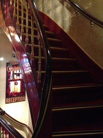 Hotel Nadia: Una delle scale interne