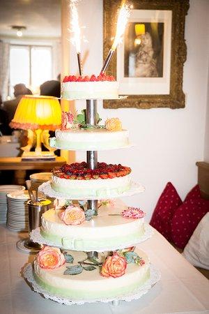 Zur Linde: Die Hochzeitstorte sah nicht nur gut aus, sondern war auch sehr schmackhaft.