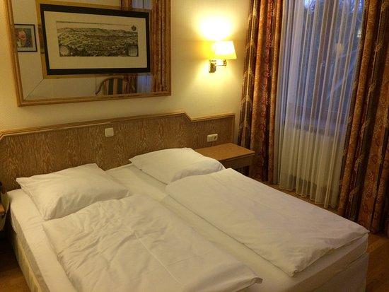 Hotel Bayerischer Hof Dresden Photo