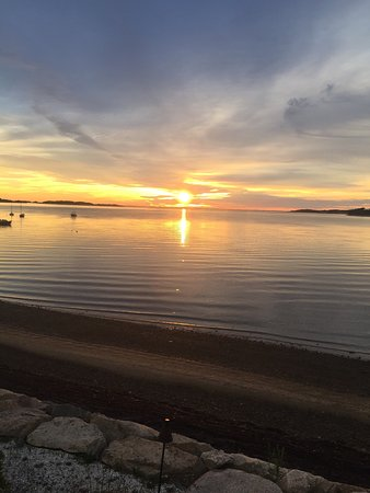 Harwich, MA: A resort that never disappoints. The view of Pleasant Bay is spectacular, the sunset lights up t
