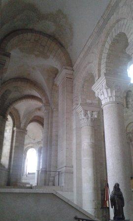 Saint-Benoit-sur-Loire, Francia: arcs romans , st benoit en 1er plan