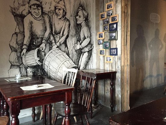 Dalvik, Islandia: restaurant inside