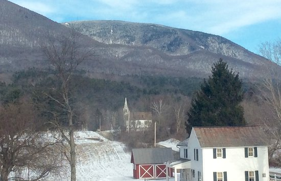Arlington, VT: Room View of Mount Equinox