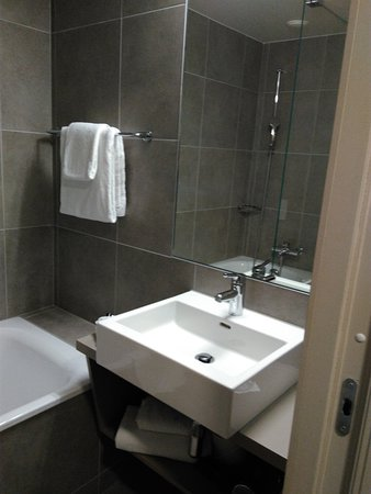 Lake Geneva Hotel: IMG_20161231_162549_large.jpg