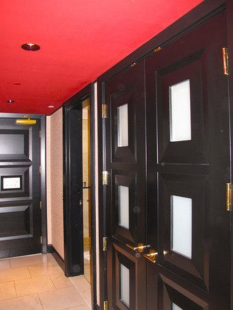 room e 859 hallway w closet doors picture of encore at wynn las