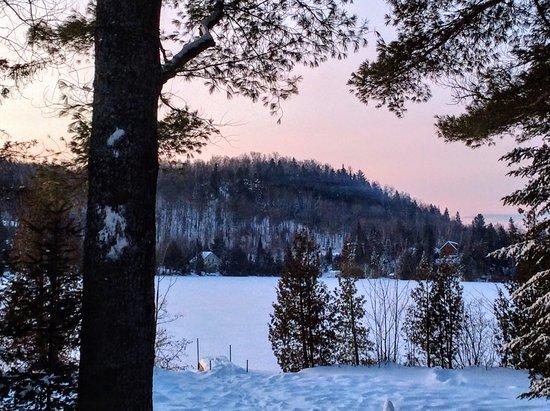 Chertsey, Canada: Levée du soleil du chalet les deux pins