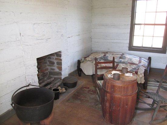 Appomattox, VA: Slave quarters, McLean House