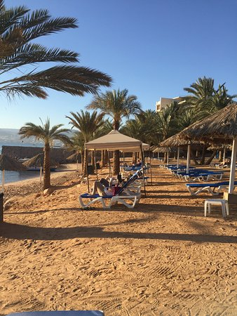 Mövenpick Resort & Residence Aqaba: Vista do quarto do hotel e praia.