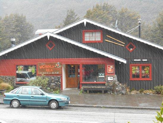 Arthur's Pass National Park, New Zealand:  Outside the Wobbly Kea