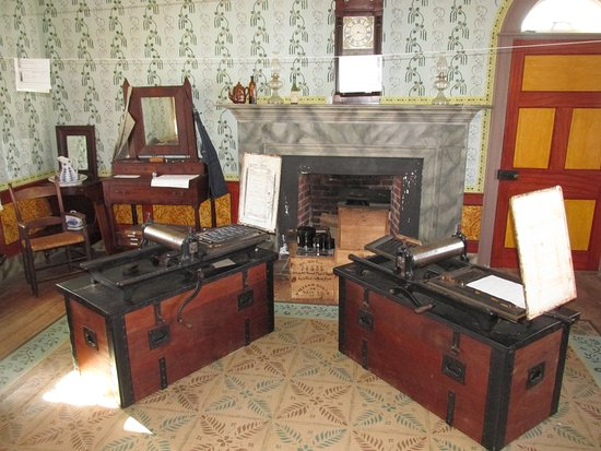 Appomattox, Wirginia: Parole passes for Confederate soldiers being printed in Clover Hill Tavern