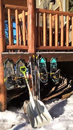 Mountain Home Lodge: snowshoes at the cabin