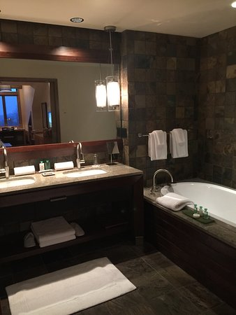 Meadows of Dan, เวอร์จิเนีย: Beautiful resort. Very clean, quiet, and relaxing. Loved the linens. Loved the bath products. Lo