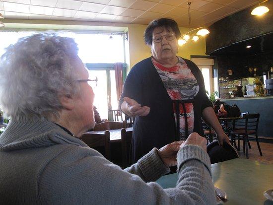Quillan, فرنسا: Maman et Marie-Claude, des souvenirs pleins la tête.