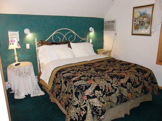 Stephentown, Estado de Nueva York: One of the comfortable rooms in the Meadow House.