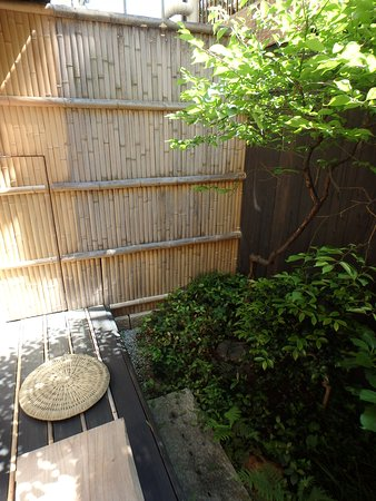Kyomachiya Ryokan Sakura Honganji: Small but cozy private garden