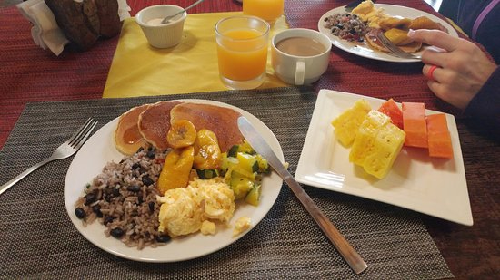 Hotel Kokoro Arenal: Typical breakfast options