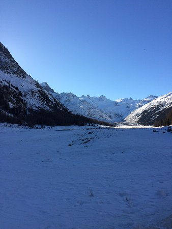 Hotel Roseg Gletscher: Beautiful Val Roseg and view from our Family room