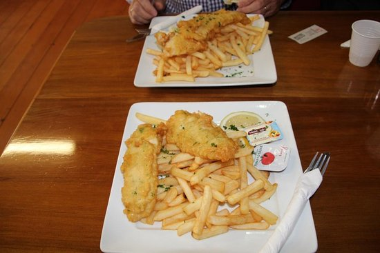 Mangonui, Nova Zelândia: This was the Snapper & Chips we had. Yum!