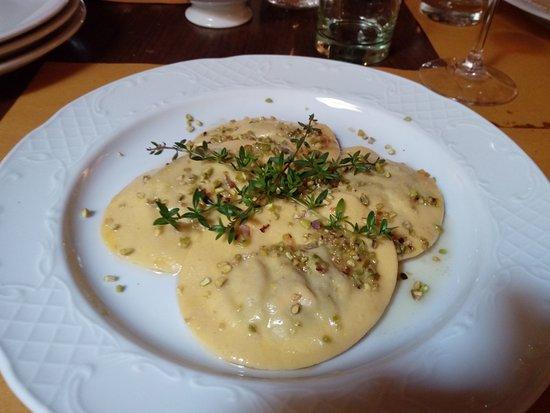 Agriturismo Il Felcino: ravioloni al tartufo e pistacchio