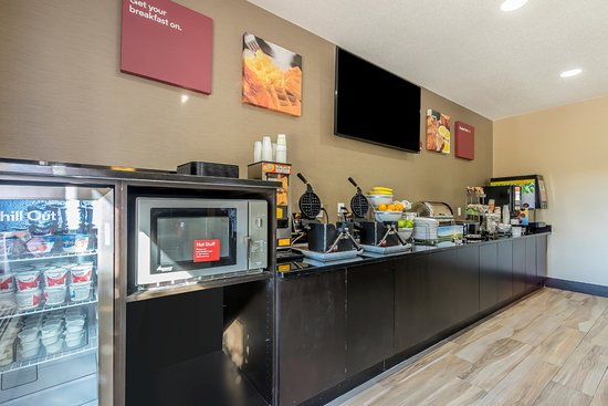 Comfort Suites: Breakfast bar