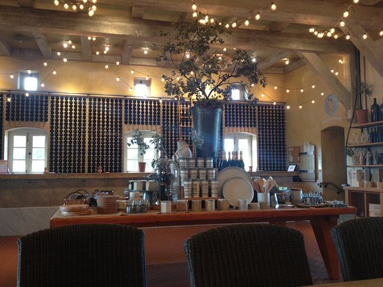 Viansa Winery and Italian Marketplace: Nice Indoor Space