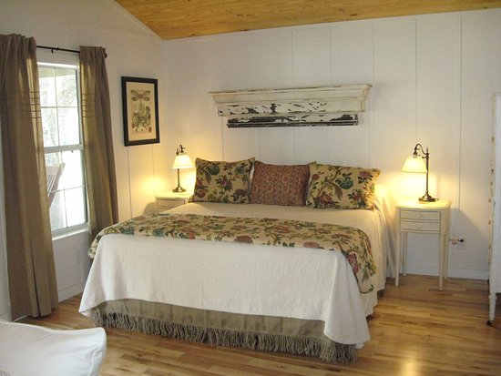 Welaka Lodge & Resort: Interior of Cottage #24.
