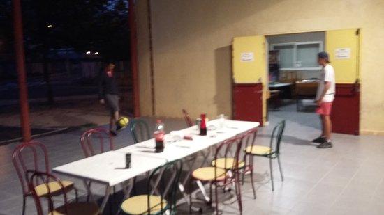 Marguerittes, France : Terasse vue des cuisines